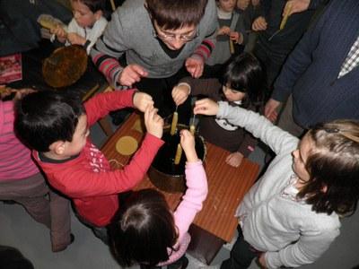 Taller de elaboración de velas en Igartubeiti