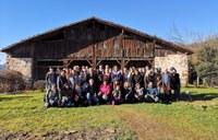 Agentes del sector turístico visitan el Caserío Museo Igartubeiti