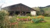 La huerta y el entorno de Igartubeiti en abril